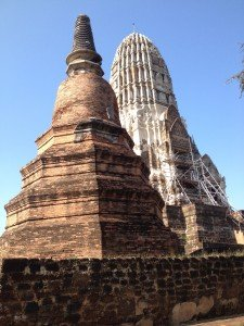 Prang et chédi du Wat Ratburana